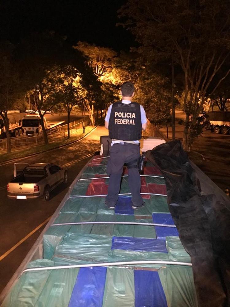 Operação Hórus realiza prisão de motorista e apreende caminhão com contrabando