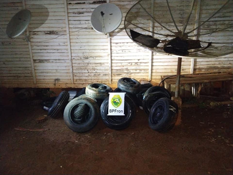 BPFron apreende cerca de 150 pneus contrabandeados do Paraguai,em Guaíra