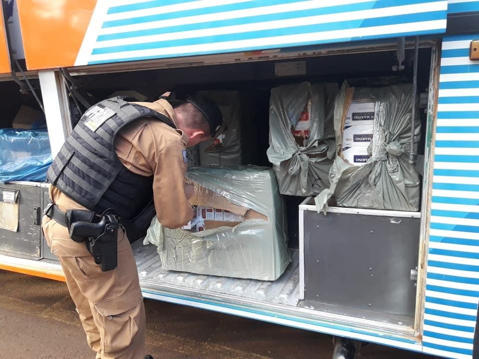 Ônibus de Terra Roxa carregado com produtos contrabandeados é apreendido em Foz do Iguaçu
