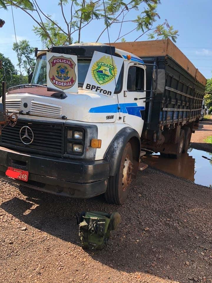 OPERAÇÃO HÓRUS apreende três embarcações, um caminhão e um veículo kombi carregados com aproximadamente 15 mil pacotes de cigarros paraguaios.