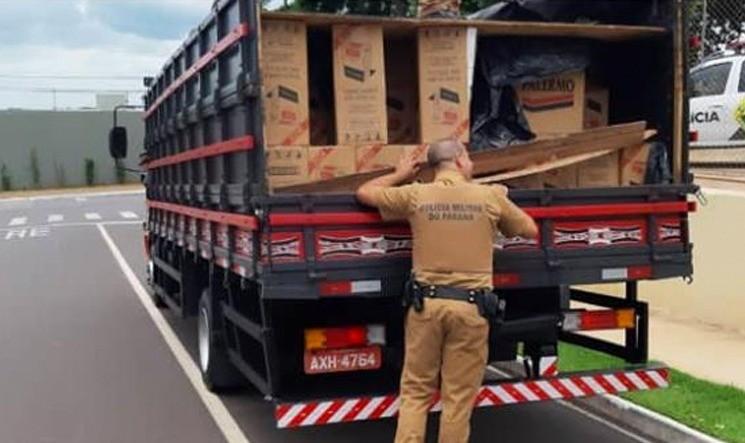Caminhão com cerca de 200 caixas de cigarros é apreendido entre Umuarama e Xambrê
