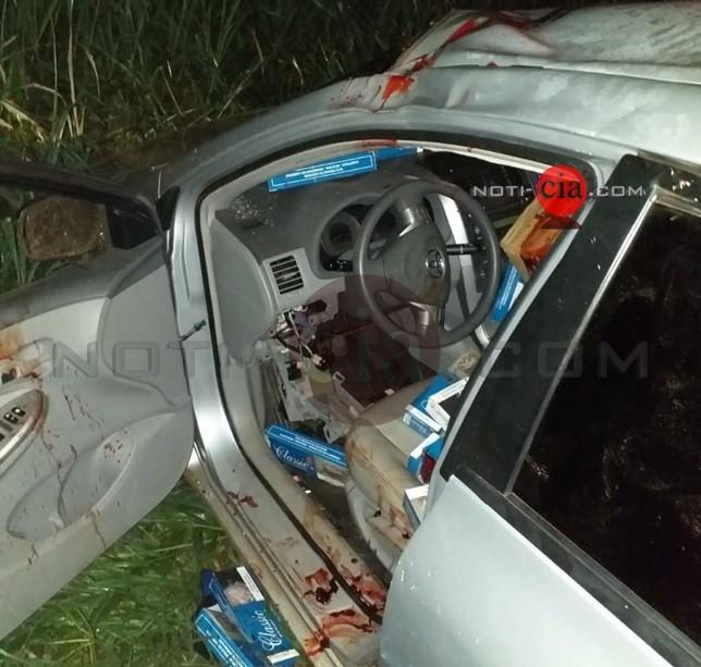 Contrabandista morre ao capotar carro na PR-323 em Cianorte. O carro estava lotado de cigarros