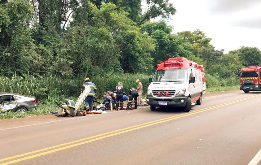 Três pessoas ficam feridas, uma em estado grave, em colisão frontal na PR-323
