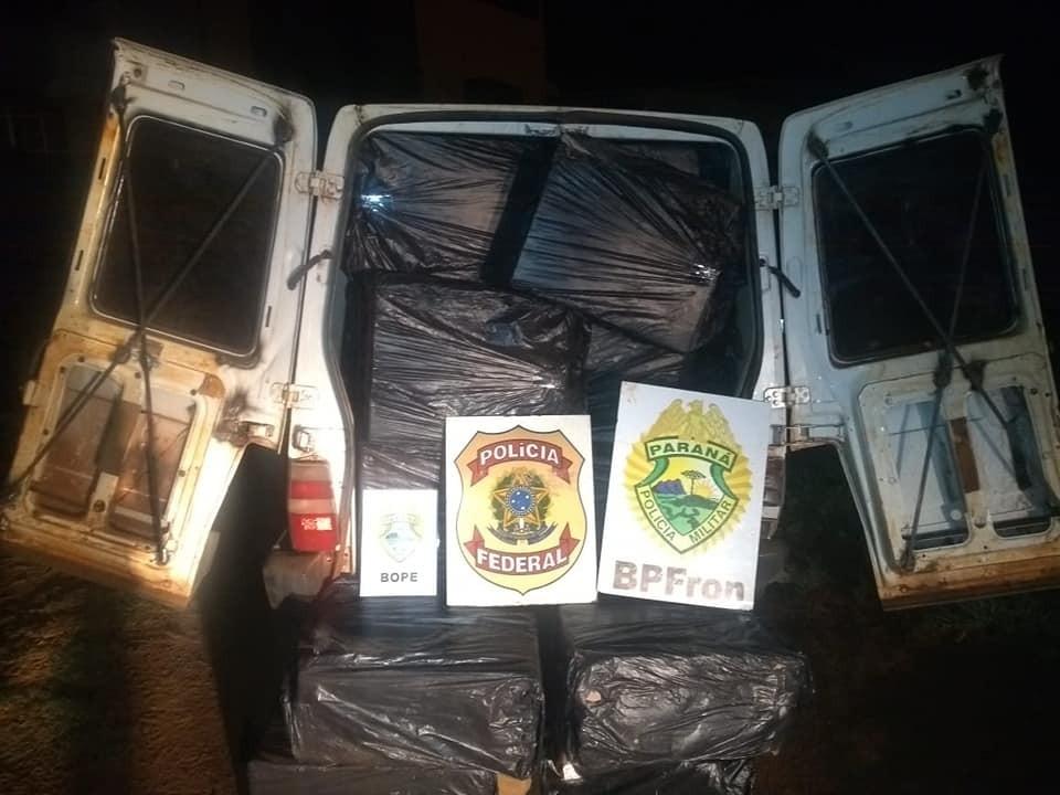 BPFron realiza apreensão de um Fiorino carregado com 50 caixas de cigarros paraguaios.