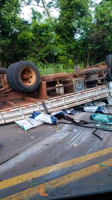Grave acidente entre caminhão e Onix deixa um morto na estrada de Chapada; fotos e vídeo