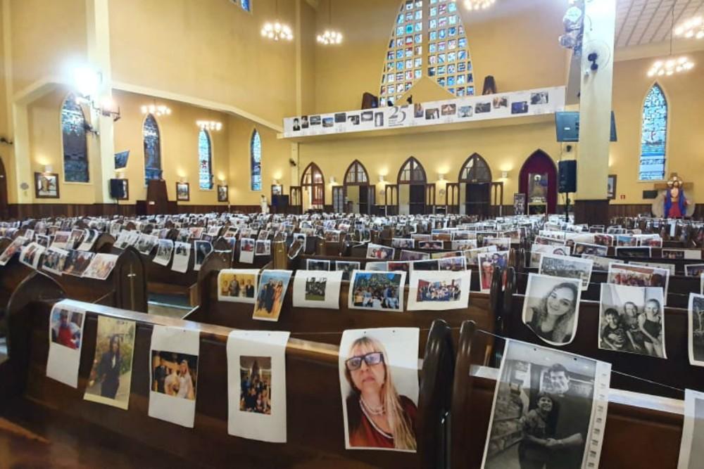 Padre de Curitiba pede que fiéis mandem suas fotos para não rezar missa sozinho