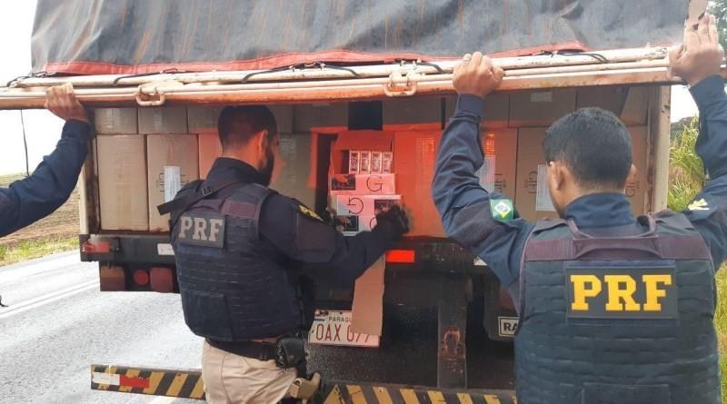 PRF apreende 400 mil carteiras de cigarro em Francisco Alves (PR)