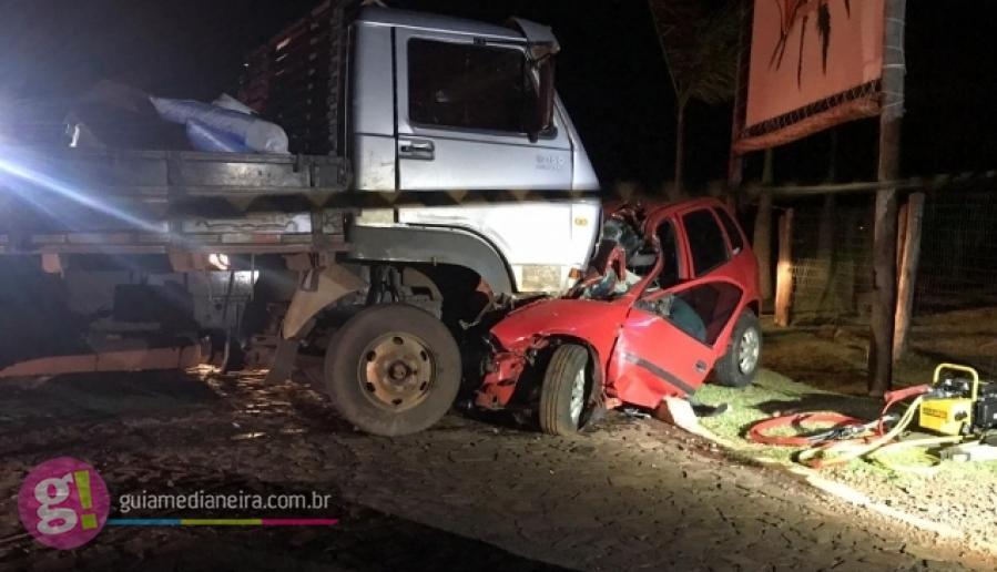 Irmãos morrem em grave acidente entre carro e caminhão na PR-495, em Medianeira