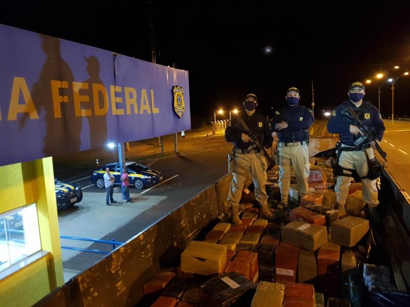 PRF apreende 25,7 toneladas de maconha em Naviraí (MS)