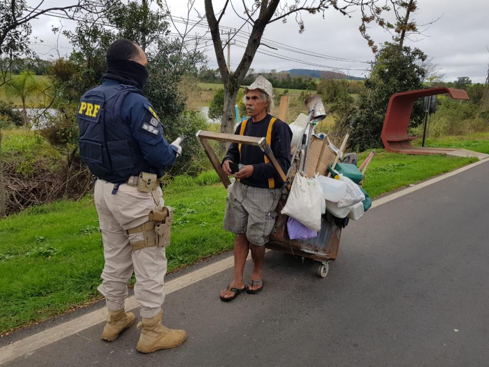 """Com a chegada do frio, PRF no Paraná intensifica ações do projeto """"Vidas nas Estradas"""""""