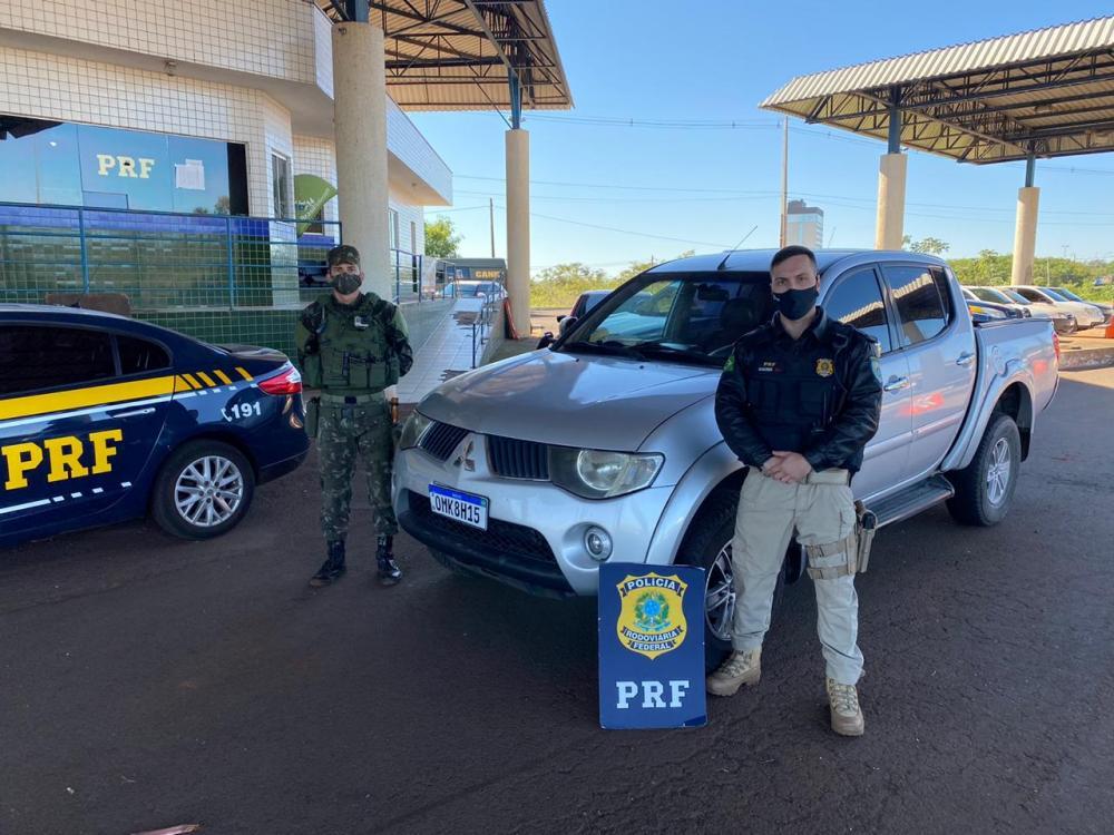 Em ação conjunta, PRF e Exército recuperam veículo roubado em Joinville (SC)