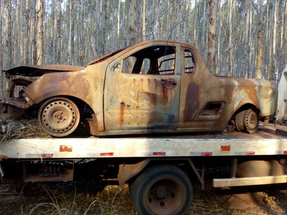 Denuncia leva a PM a recuperar carcaça de veículo furtado na área rural da cidade.