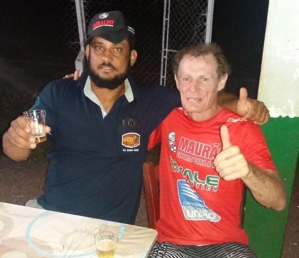 Mauro Holz de vermelho do Botafogo e Negão do Santo Antônio! Maurão tem 55 anos e é chamado de lenda pelos botafoguenses!! Ambos curtiram o terceiro tempo na Comunidade Santo Antônio