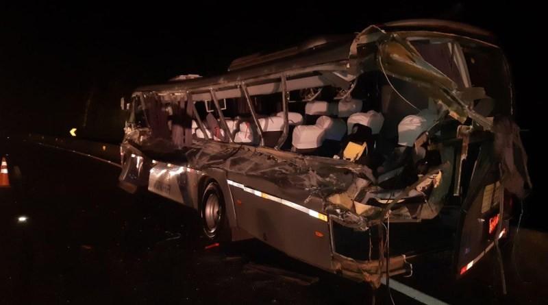 Duas pessoas morrem e 15 ficam feridas em colisão frontal na BR-277 em Guarapuava (PR)