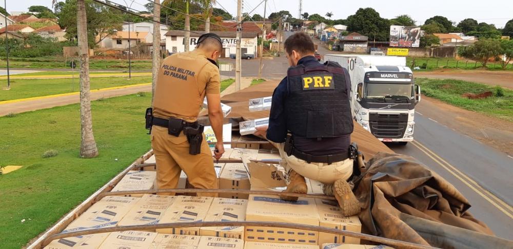 PRF e Polícia Militar apreendem bitrem com cigarros contrabandeados em Guaíra