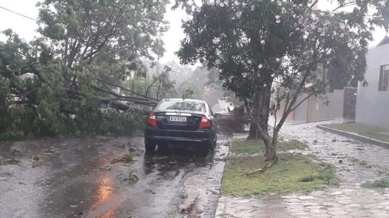 Temporal causa destalhamentos, alagamentos e deixa milhares de pessoas sem energia elétrica em Toledo