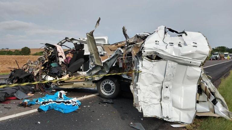 Ônibus com torcedores do Grêmio de Quedas do Iguaçu se envolve em acidente com morte no RS