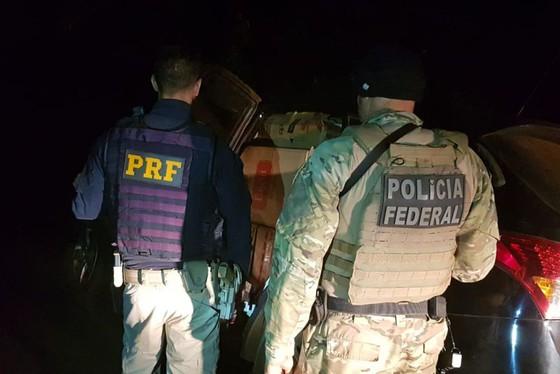 PF e PRF interceptam comboio de contrabandistas de cigarro em Francisco Alves