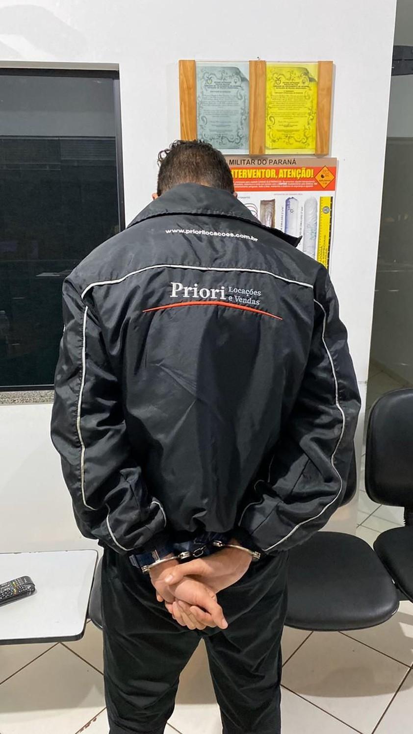 Jovem sem CNH é preso com carro roubado e placas frias em Cruzeiro do Oeste