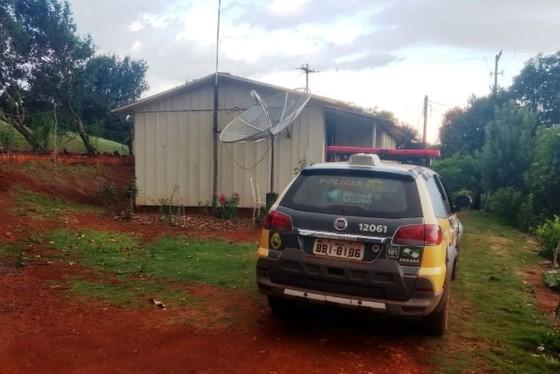 Homem dá 10 facadas na esposa e depois tenta o suicídio em Mamborê