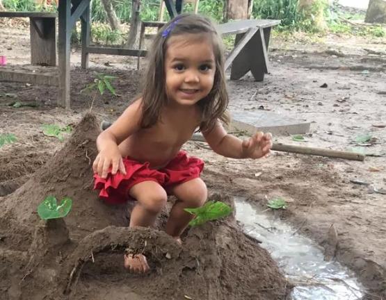 Menina de 2 anos morre com 90% do corpo queimado, no MT