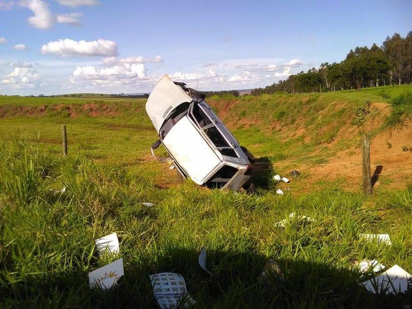 Motorista morre após capotar Uno entre Ivaté e o distrito de Herculândia